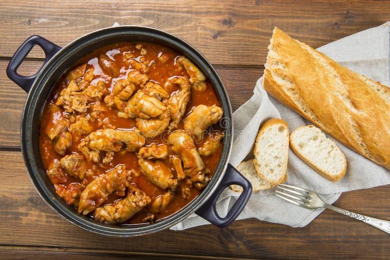 Crubeens avec la sauce tomate et le pain photo stock
