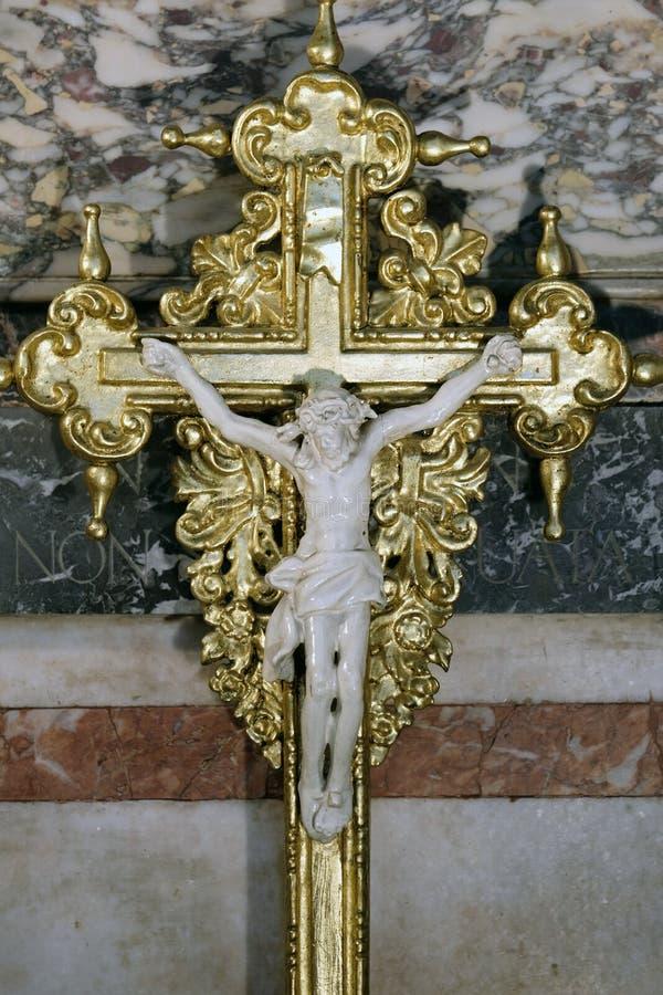 Cruce en el altar de nuestra señora en la catedral de Zagreb dedicada a la suposición de Maria imagen de archivo libre de regalías