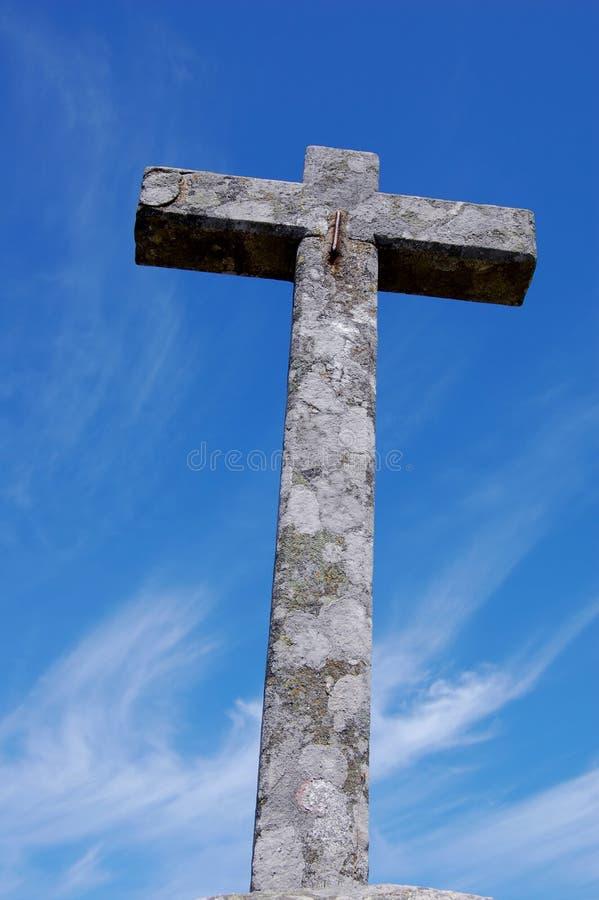 Cruce Encima El Cielo Azul Fotografía De Archivo Gratis