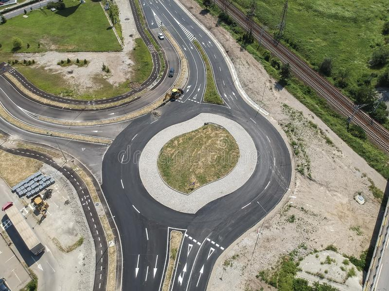 Cruce giratorio bajo construcción, visión aérea imagenes de archivo
