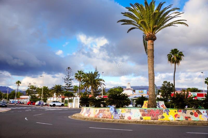 Cruce giratorio de Plaza del Hierro en Playa del Ingles Área de Maspalomas de Gran Canaria Colocado en el Avenida de Gran Canaria foto de archivo libre de regalías