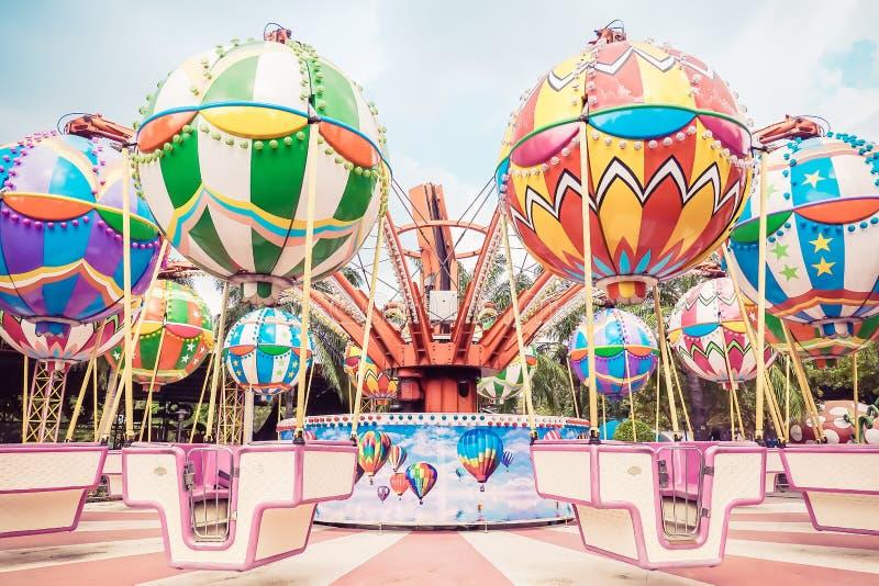 Cruce giratorio del carrusel en el parque o Suan Tailandia de la diversión de Siam Park City fotos de archivo libres de regalías