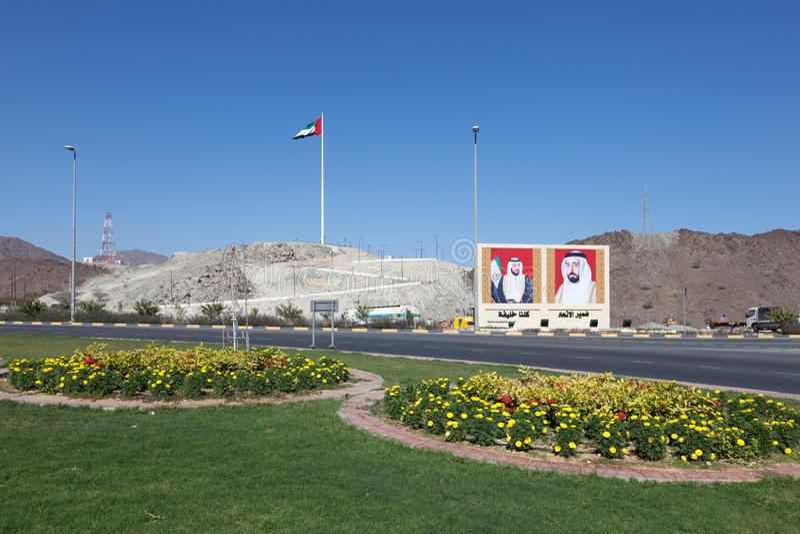 Cruce giratorio en Fudjairah, UAE foto de archivo libre de regalías