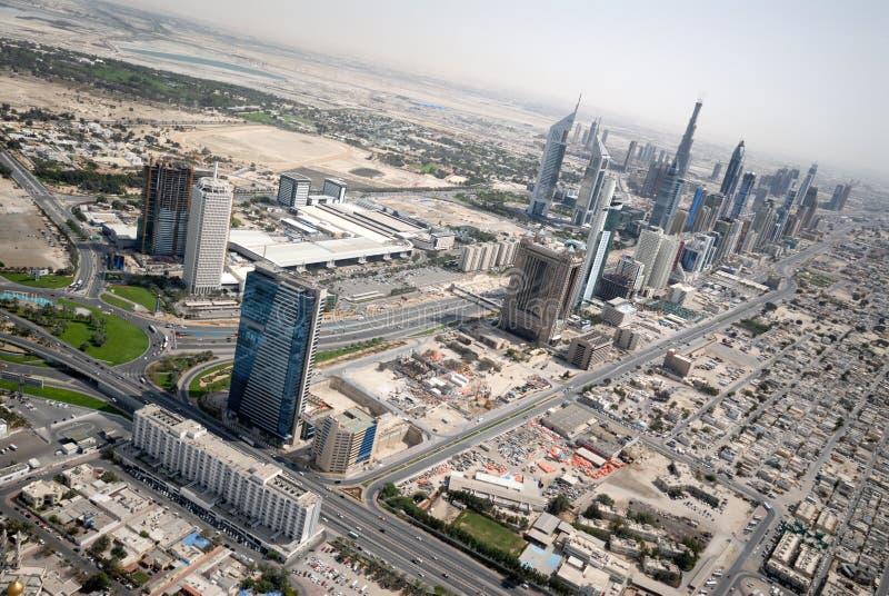 Cruce giratorio y jeque Zayed Road In Dubai de la defensa imagenes de archivo