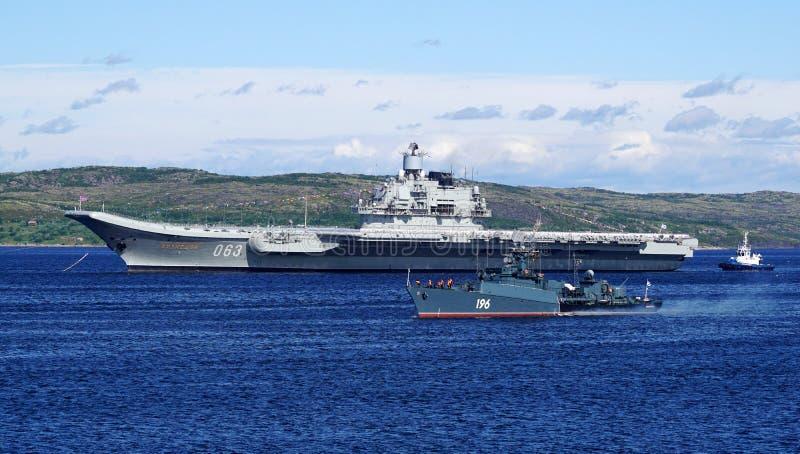Crucero 'almirante Kuznetsov 'de portaaviones fotos de archivo