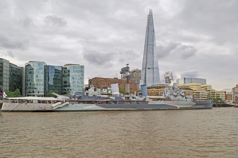 Crucero de Belfast y casco del rascacielos, Londres fotografía de archivo libre de regalías