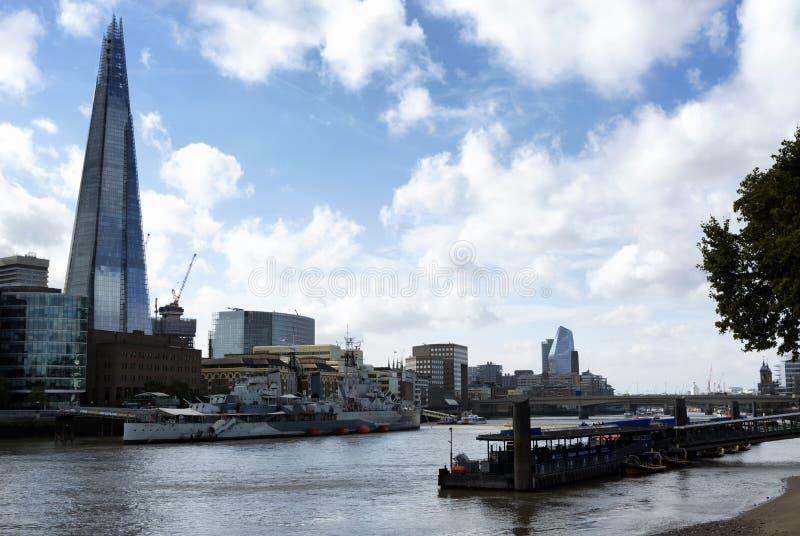 Crucero del HMS Belfast en el río Támesis en la ciudad de Londres en 19 En septiembre de 2018 imagen de archivo