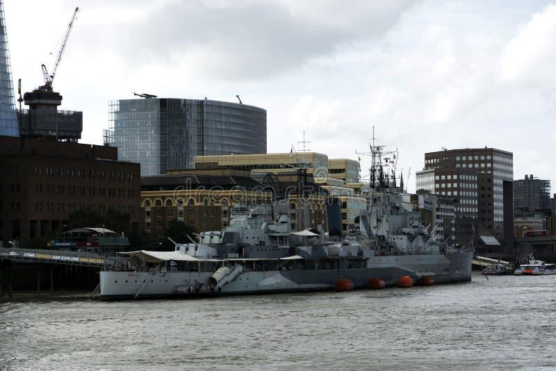 Crucero del HMS Belfast en el río Támesis en la ciudad de Londres en 19 En septiembre de 2018 Reino Unido imagen de archivo libre de regalías