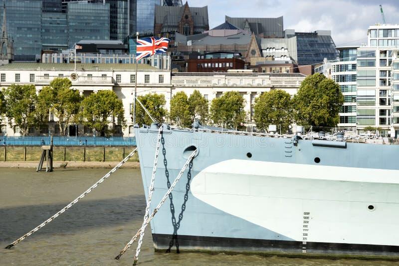 Crucero del HMS Belfast en el río Támesis en la ciudad de Londres en 19 En septiembre de 2018 Reino Unido foto de archivo