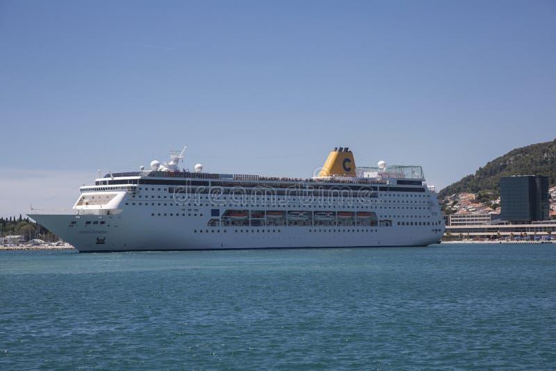 Crucero en el puerto de fractura, Croacia imagenes de archivo