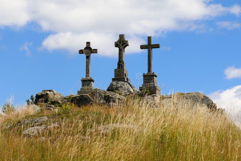 Cruces de la trinidad en la colina imágenes de archivo libres de regalías