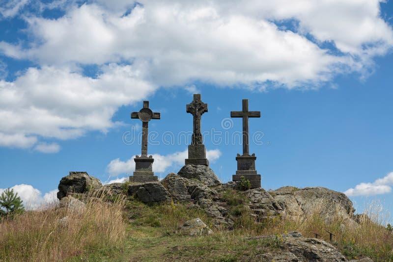 Cruces de la trinidad en la colina imagen de archivo