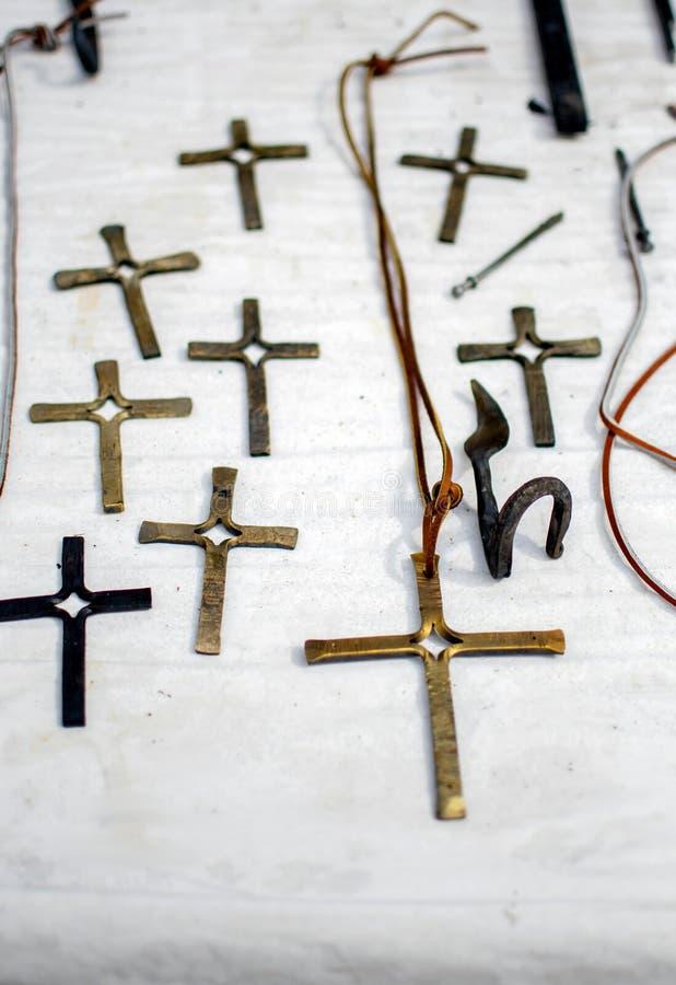 Cruces hermosas hechas a mano de los metales forjados imágenes de archivo libres de regalías