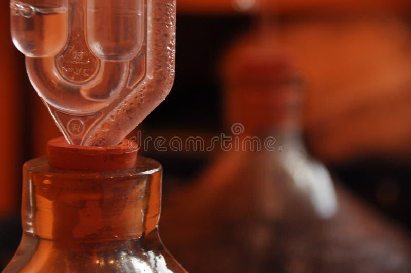 Cruche de vin Vin de production Fermentation de processus photographie stock