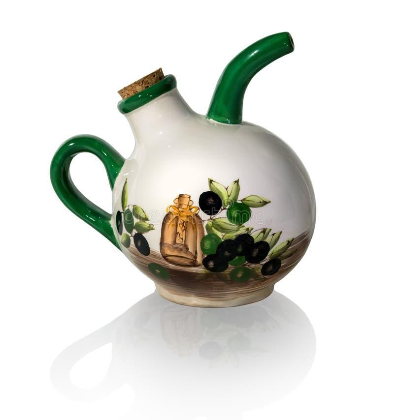 Cruche en céramique pour l'huile d'isolement sur le fond blanc image libre de droits