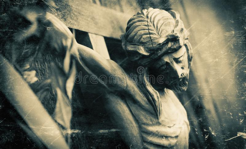 Crucificação da estátua de madeira velha do styler de Jesus Christ Retro fotografia de stock royalty free