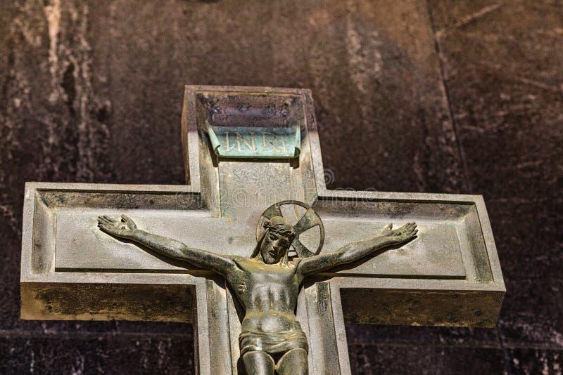 Crucifijo con el sufrimiento de Jesus Christ foto de archivo libre de regalías