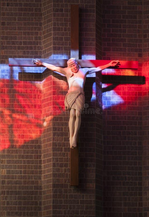 Crucifijo en luz de la mañana imagen de archivo