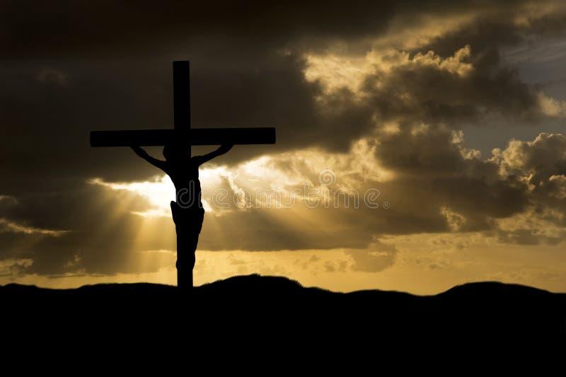 Crucifissione di Gesù Cristo sulla siluetta di Venerdì Santo immagini stock