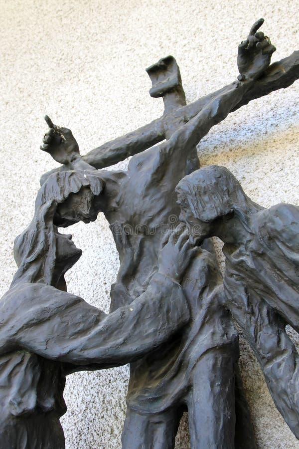 Crucifix com matriz Mary e apóstolo John, Italy fotos de stock royalty free