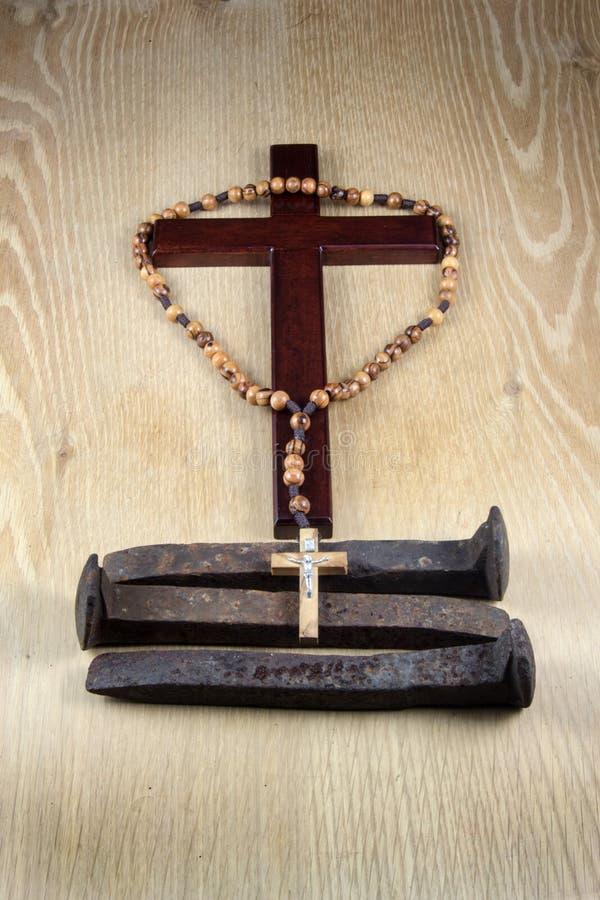 Crucifix, Rosary και τρεις ακίδες στοκ εικόνες