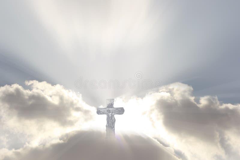 Crucifix sur des sunrays photo stock
