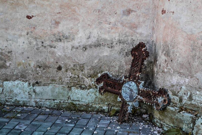 Crucifixo velho foto de stock