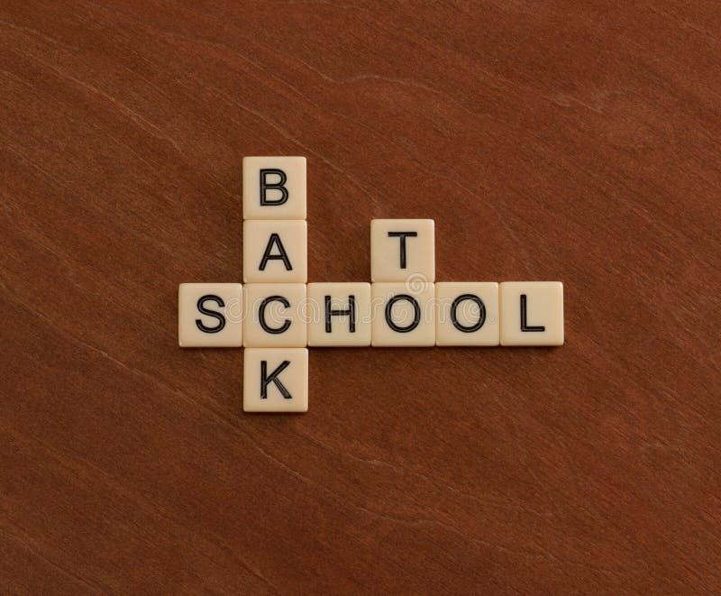 Crucigrama con palabras de nuevo a escuela Concepto de la educación imagen de archivo libre de regalías