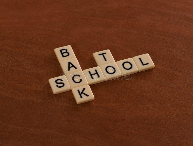 Crucigrama con palabras de nuevo a escuela Concepto de la educación foto de archivo libre de regalías