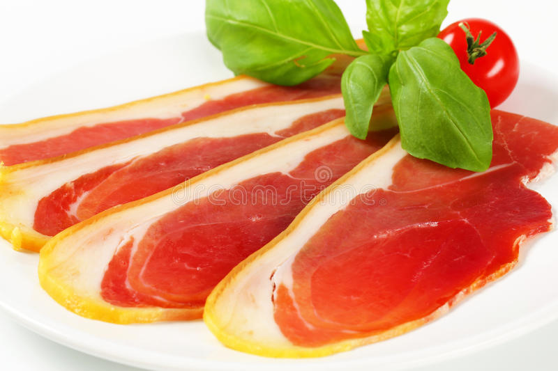 Crudo découpé en tranches de prosciutto photo stock