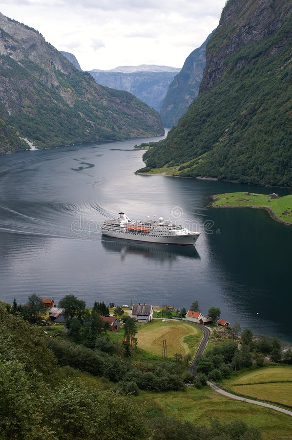 Free Cruise At Naeroyfjord, Norway Stock Photography - 1350992