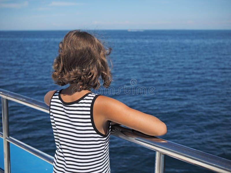 Cruise door Adriatische overzees stock afbeeldingen
