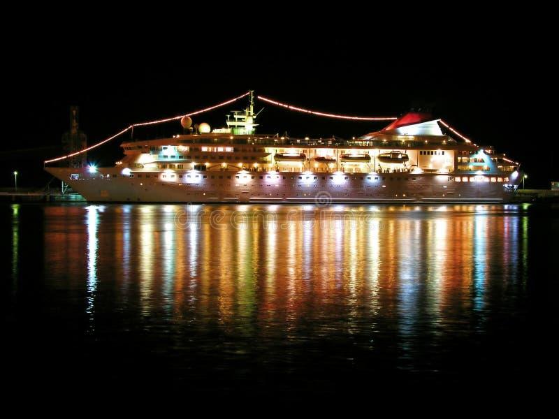 cruise liner night στοκ εικόνες