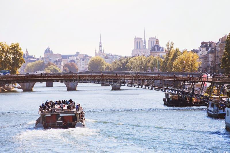 Cruise op Zegenrivier in Parijs royalty-vrije stock fotografie
