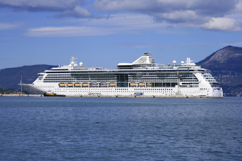 Download Cruise ship stock image. Image of port, ship, accosted - 21506699