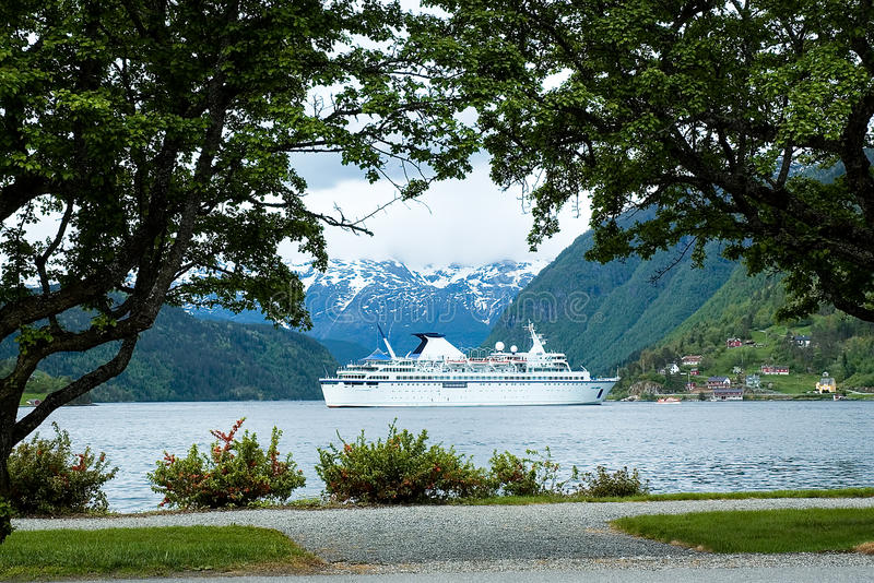 Download Cruise Ship Stock Photography - Image: 29095082