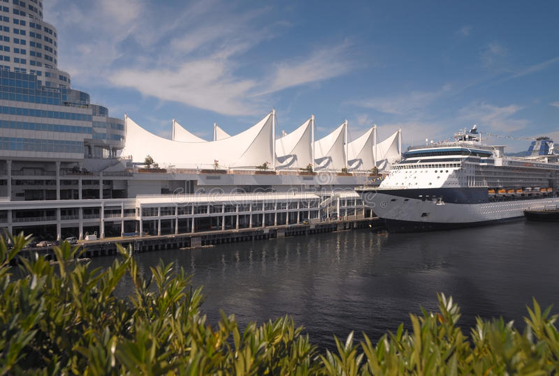 Download Cruise Ship At Canada Place - Vancouver - Canada Editorial Stock Image - Image: 17518289