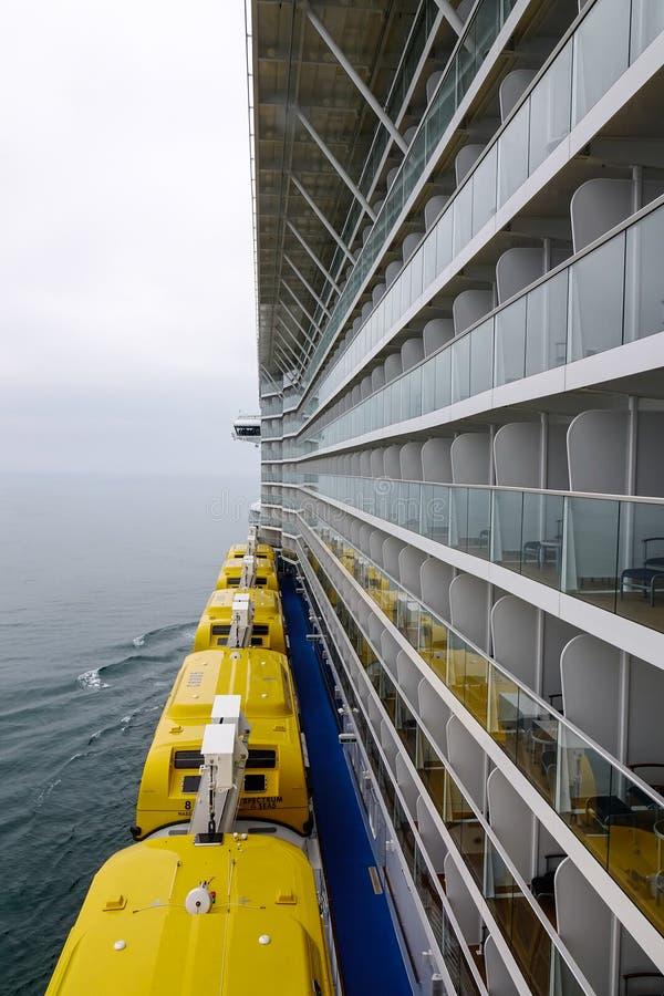 Free Cruise Ship Emergency Safety Rescue Boat Royalty Free Stock Photo - 166090165