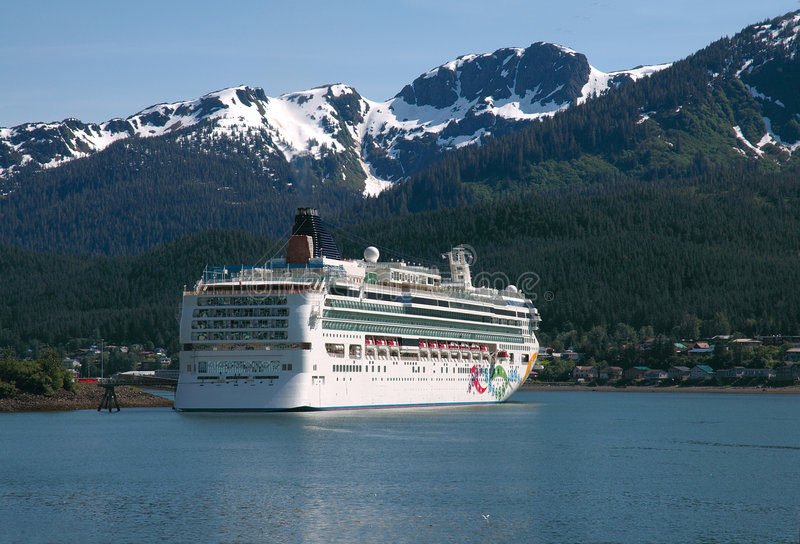 Download Cruise Ship In Juneau, Alaska Stock Image - Image: 2743109