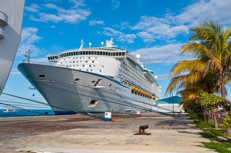 Cruise Ship Moored at Aruba royalty free stock photos