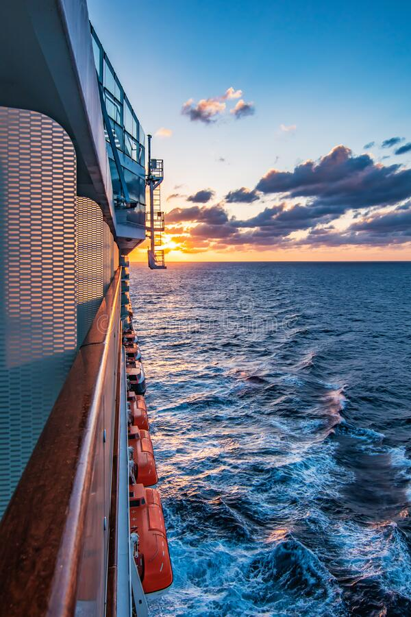 Free Cruise Vacation Concept. Sailing Cruise Ship At Sunset. Stock Image - 191218121