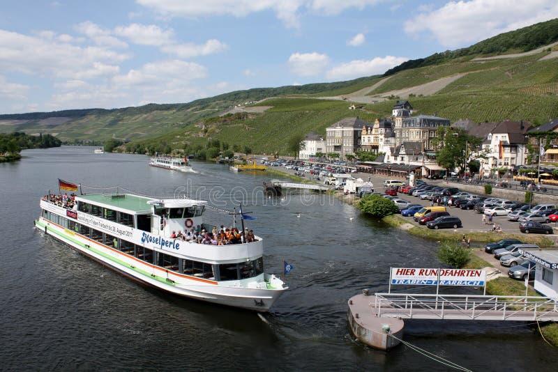 Cruiseboot stock afbeeldingen
