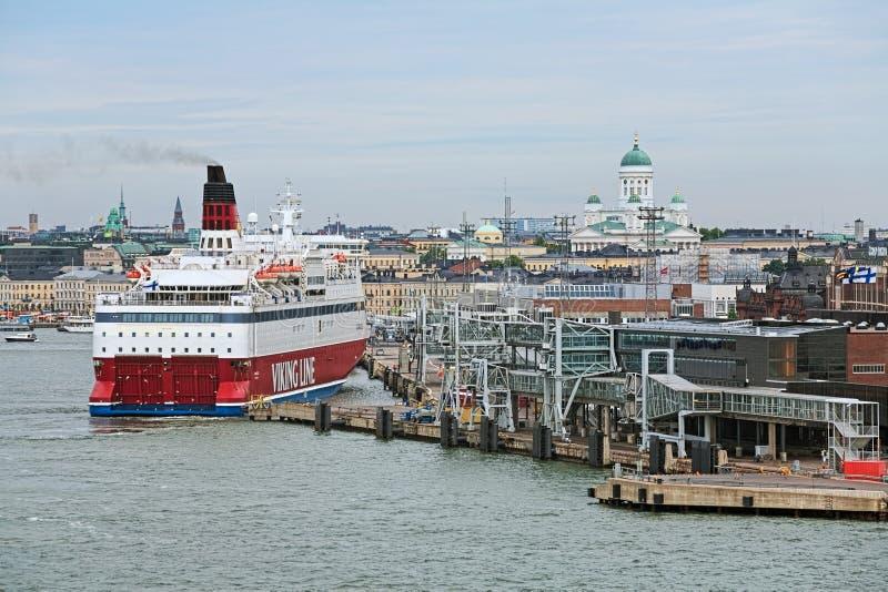 Cruiseferry Mitgliedstaat Gabriella macht zu Viking Line Terminal im Südhafen von Helsinki, Finnland fest stockbild
