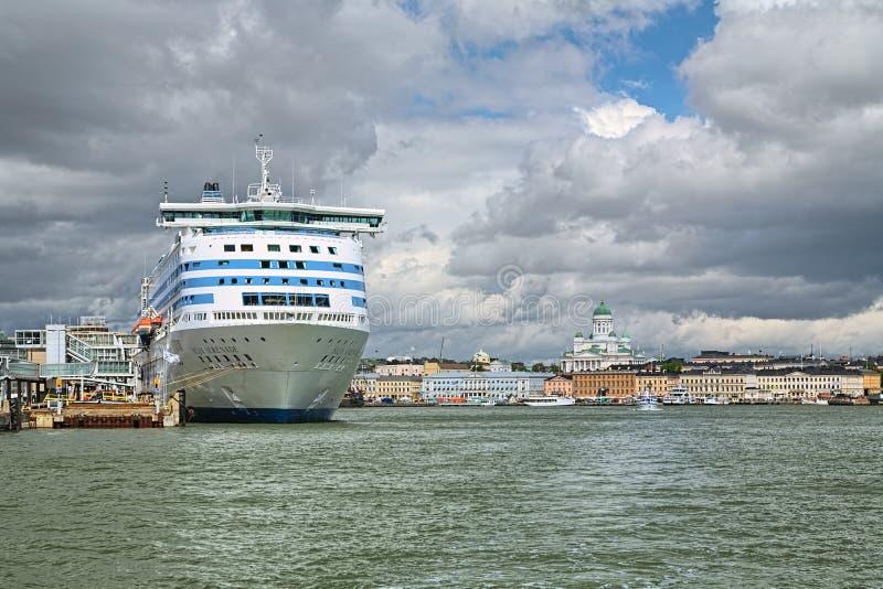 Cruiseferry Mitgliedstaat Silja Serenade bei Olympia Terminal in Helsinki, Finnland lizenzfreies stockbild