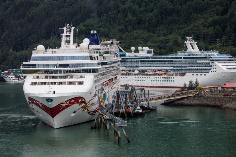 Cruiseschepen in Juneau royalty-vrije stock foto's