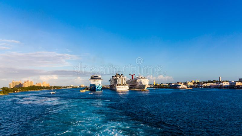 Cruiseschepen in Nassau stock fotografie