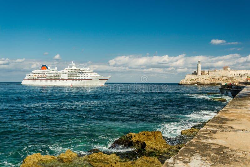 Cruiseschip in Havana, Cuba royalty-vrije stock foto's