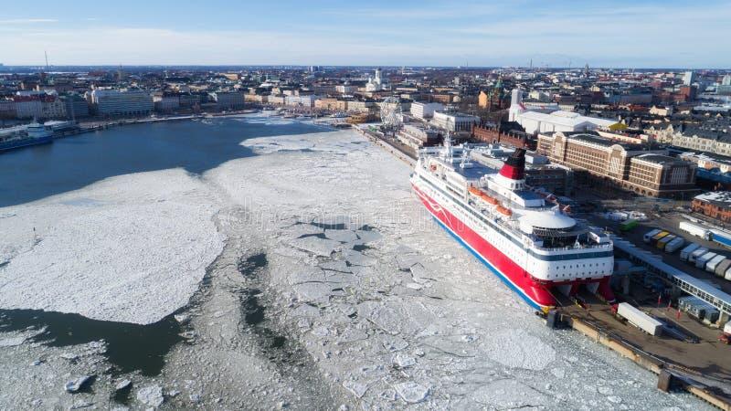 Cruiseschip in haven, Helsinki, Finland stock foto