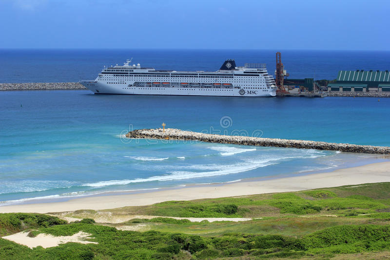 Cruiseschip in Havendauphin, Madagascar, Afrika stock afbeeldingen