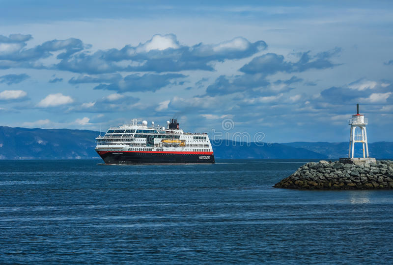 Cruiseschip Hurtigruten, Noorwegen royalty-vrije stock foto